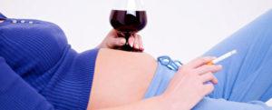 pregnant-woman-smoking-drinking