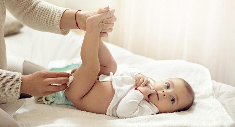 clean your baby girl genitals